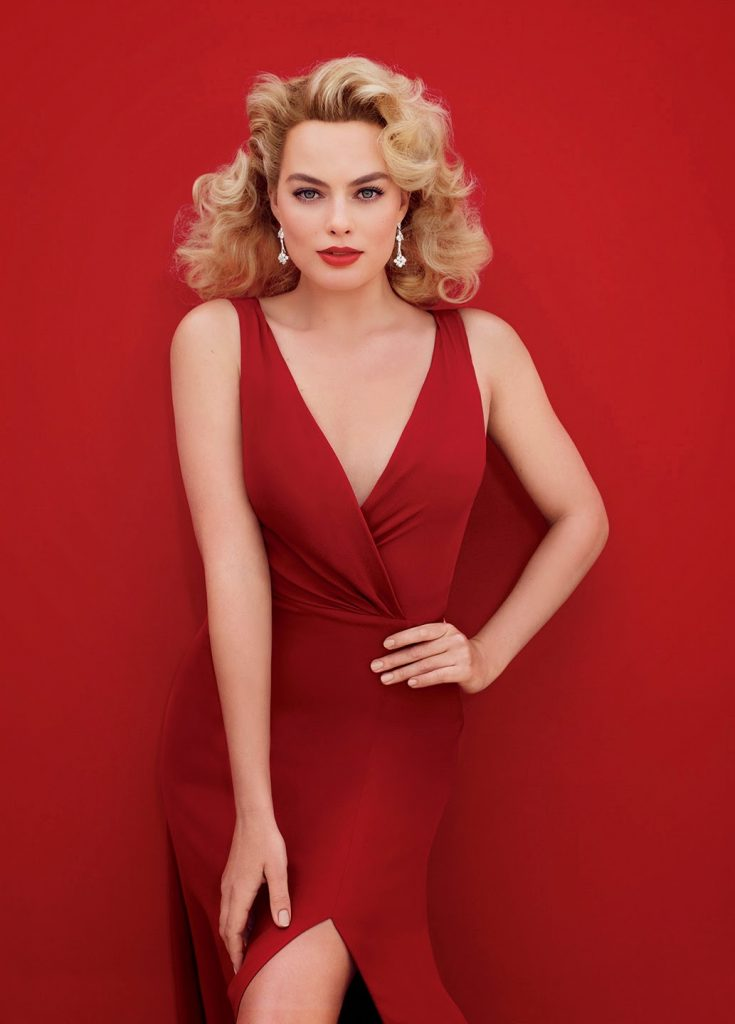 Margot Robbie pin-up style photo