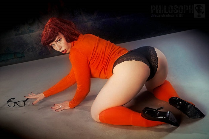Velma Dinkley sexy cosplay pin-up